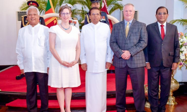 Ambassador Teplitz presents credentials 2